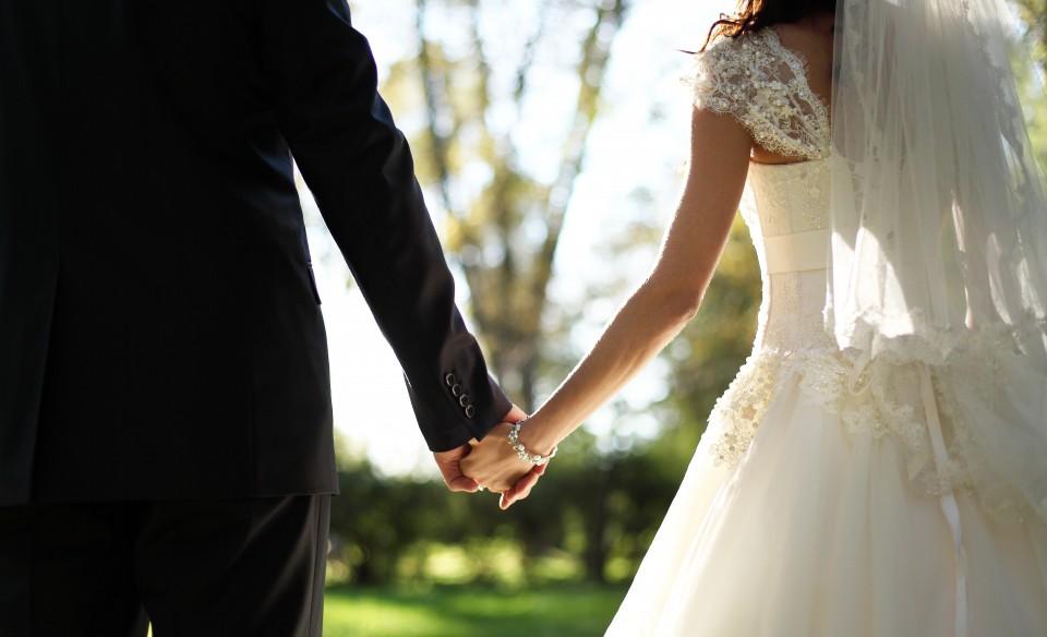 Wedding Dresses & Ball Gowns